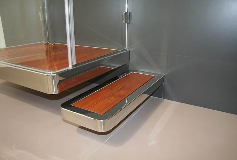 Piatto doccia sospeso in legno