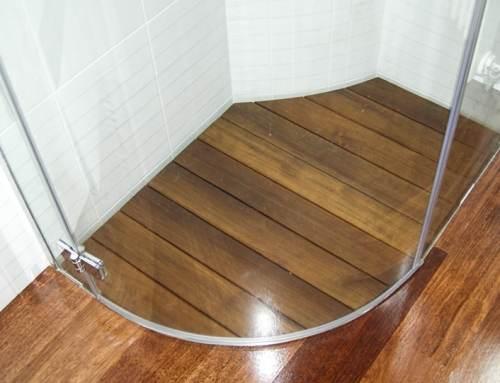 Piatti doccia su misura: la nostra soluzione per bagni in piccoli spazi