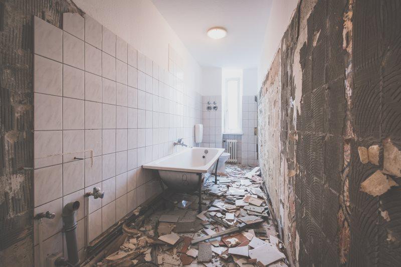 Come ristrutturare il bagno le fasi da conoscere - Come scaldare il bagno ...